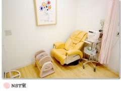 専用のNST室で37週以降、毎回行います。その際、妊婦さんにはマッサージを受けていただいています。